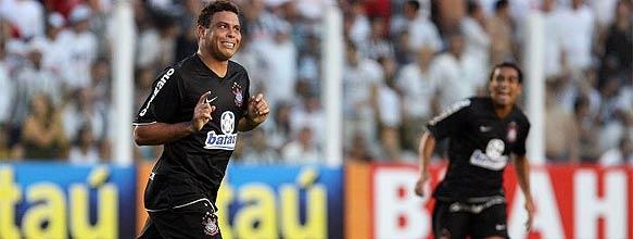 Ronaldo marcou dois gols e foi o destaque da vitória do Corinthians b52d5460405c5