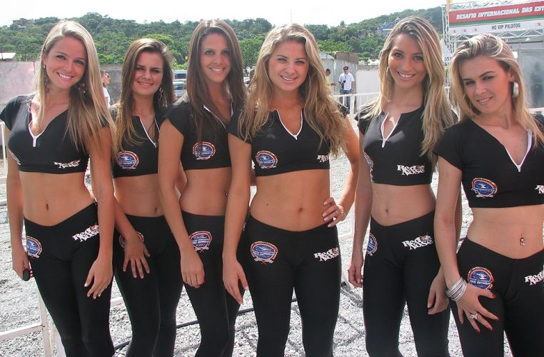 Grid girls também marcam presença na prova organizada por Felipe Massa