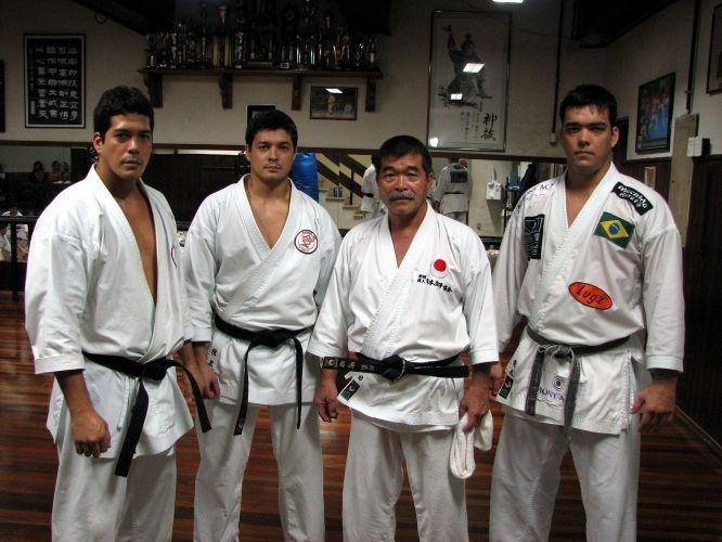 A família: Takê, Chinzô, Yoshizo e Lyoto Machida