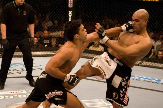 O brasileiro Lyoto Machida derrotou o norte-americano David Heath no UFC 70