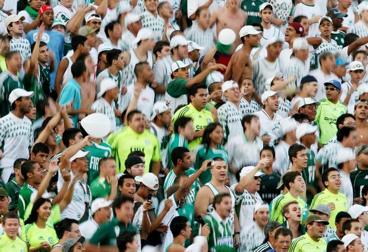 Torcida do Palmeiras comparece em bom número ao estádio do Parque Antarctica para a partida contra o Santos. O time da Baixada venceu por 2 a 1 e se classificou para a final do Campeonato Paulista.