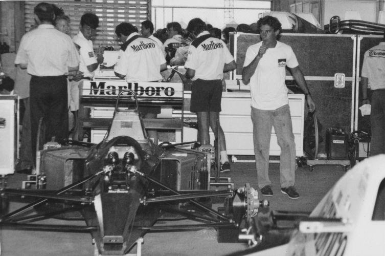 Em Interlagos, Senna aproveita folga durante treino de 1991