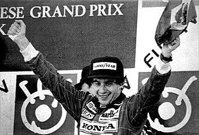 Senna celebra segundo lugar no GP Japão, que lhe deu o título em 1991