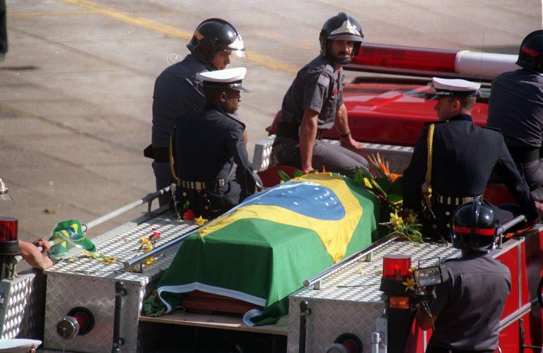 Chegada do corpo de Senna no Brasil, cinco dias após sua morte