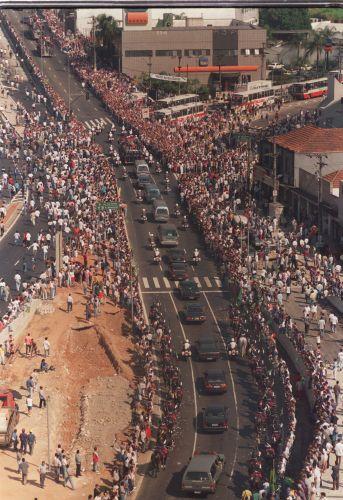 Saída do corpo do piloto Ayrton Senna da Assembleia Legislativa