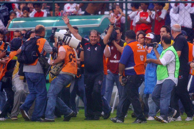 Muricy Ramalho vibra com a conquista do tricampeonato do São Paulo, após a vitória de 1 a 0 sobre o Goiás