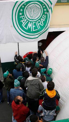 Torcida do Palmeiras chega ao Palestra Itália para a partida contra o Internacional. O time paulista venceu por 2 a 1.