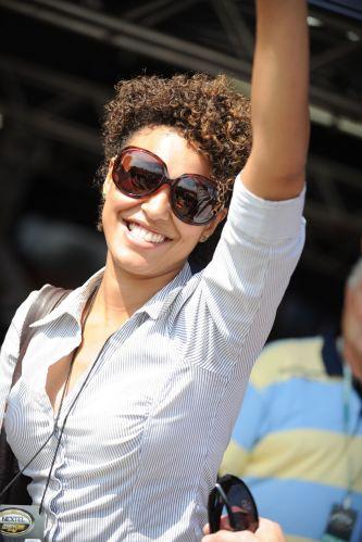 A atriz Sheron Menezes no paddock da Stock Car durante a prova do Rio de Janeiro. Neste fim de semana, categoria chega ao Rio Grande do Sul, com prova em Tarumã. Corrida pode decidir o campeão.
