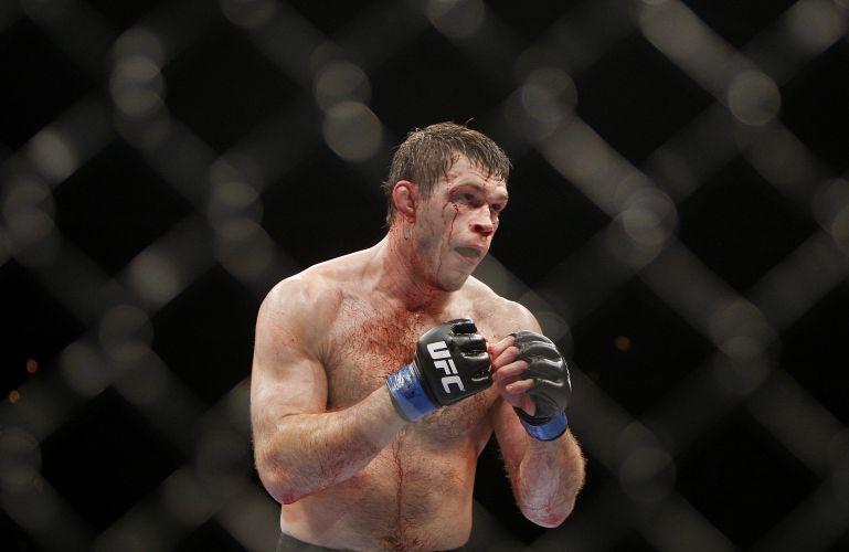Com direito a muito sangue, combate foi movimentado e Griffin venceu Tito Ortiz na decisão dos juízes