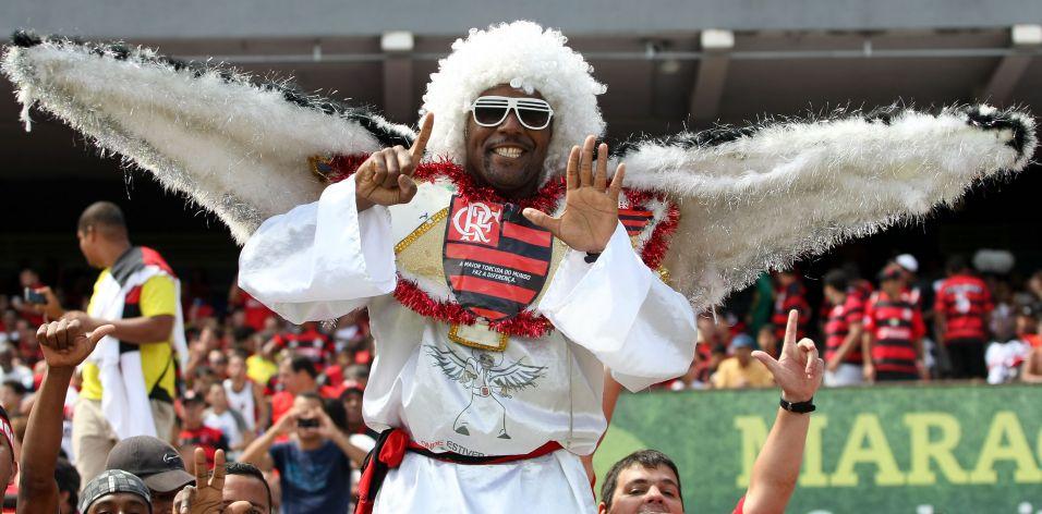 e00126e650 Torcedor demonstra confiança no sexto título brasileiro do Flamengo. Fla  venceu o Grêmio por 2 a 1 e garantiu o título do Campeonato Brasileiro Buda  ...