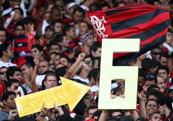 5eba7c3282 Torcedores demonstram confiança no sexto título brasileiro do Flamengo.  Time carioca venceu o Grêmio por 2 a 1 e garantiu o título do Campeonato  Brasileiro ...