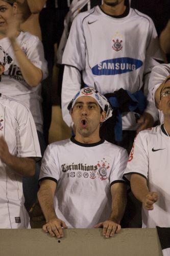 21h58: Ronaldo recebe livre de marcação e chuta, mas o goleiro Bruno espalma para escanteio.