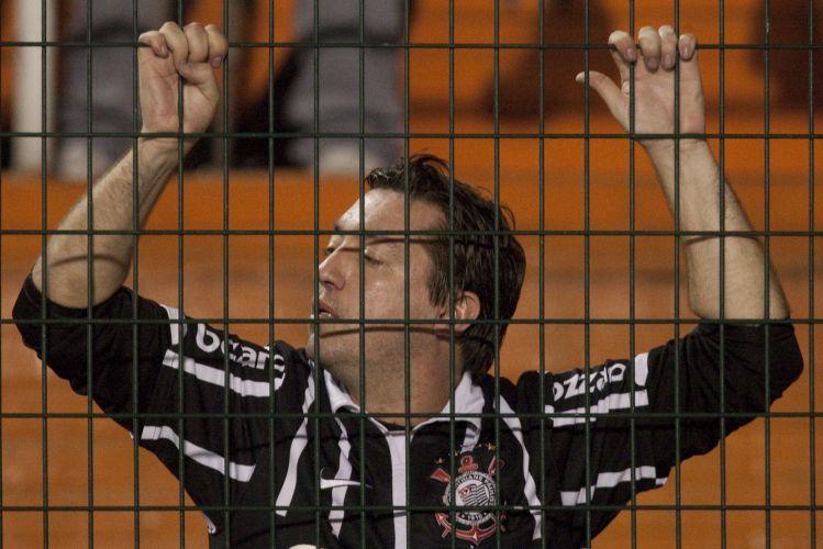 22h37: Chicão intercepta um ataque flamenguista. O árbitro dá apenas um minuto de acréscimo e encerra o primeiro tempo