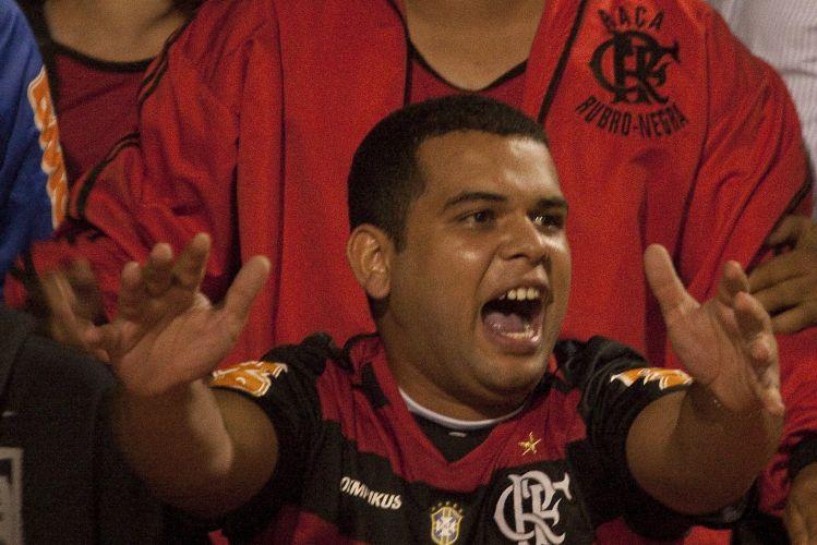 23h02: Torcida flamenguista comemora o gol de Love, gol que vale a classificação às quartas de final da Libertadores
