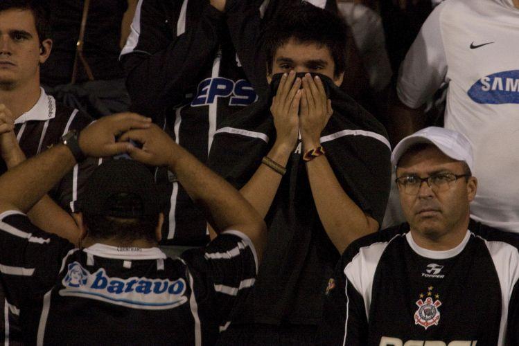 23h45: Desespero toma conta dos corintianos após a eliminação diante do Flamengo