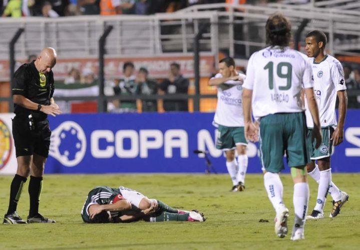 Observado pelo árbitro Heber Roberto Lopes, atacante Kleber fica caído na derrota do Palmeiras para o Goias; time esmeraldino está na final da Sul-Americana