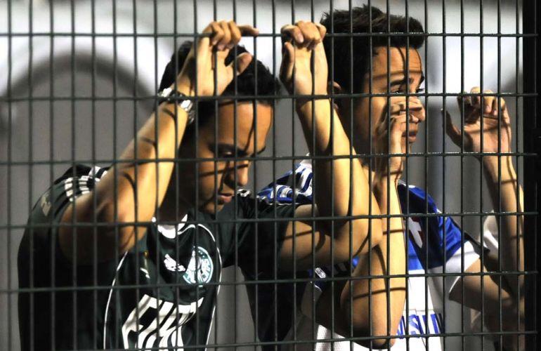 Após vencer fora de casa e sair na frente, Palmeiras sofre virada do rebaixado Goiás e está eliminado da Sul-Americana; torcida palmeirense, que compareceu em bom número ao Pacaembu, sofre