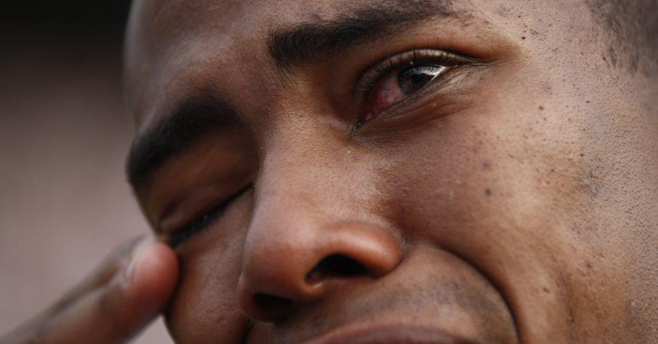 Elias chora após a perda do título brasileiro; volante anunciou que deixa o Corinthians para defender o Atlético de Madri