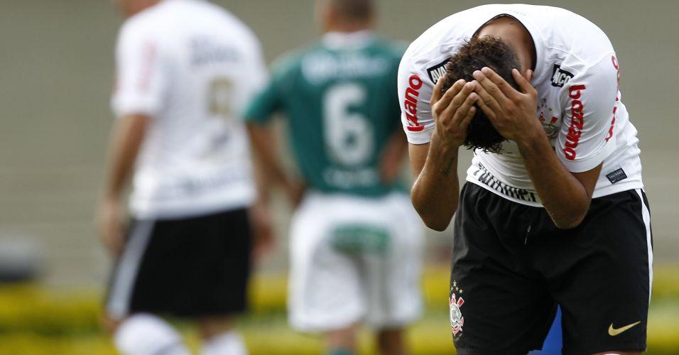 Dentinho lamenta o empate por 1 a 1 contra o Goiás no Serra Dourada; Corinthians ficou com a terceira colocação do Brasileiro e encerrou ano do centenário sem conquistar sequer um título