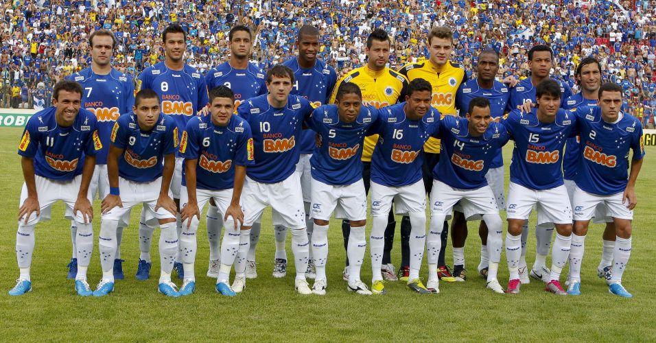 Jogadores do Cruzeiro posam para foto antes do duelo decisivo contra o Palmeiras em Sete Lagoas