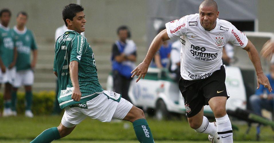 Ronaldo tenta armar ataque do Corinthians no empate por 1 a 1 contra o Goiás, no Serra Dourada; time paulista terminou o Brasileirão em terceiro lugar e encerrou o ano de seu centenário sem conquistar sequer um título