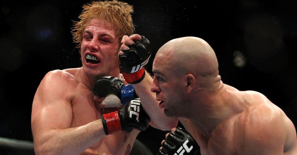 Sean Pierson (careca) derrotou Matt Riddle em uma das lutas mais movimentadas da noite