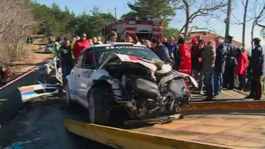 Frame de um vídeo que mostra o estado que ficou o carro de Robert Kubica após o acidente durante uma prova de rali na Itália