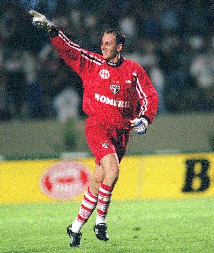 28 de março de 1998 - Campeonato Paulista. Ceni marca no jogo contra o Santos. São Paulo venceu por 2 a 1