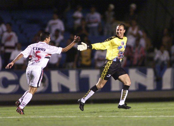 Rogério Ceni marca diante da Ponte Preta, em 1999, no Morumbi