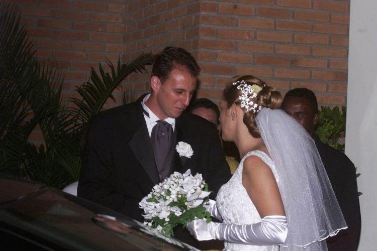 Meses depois, goleiro se casa em São Paulo
