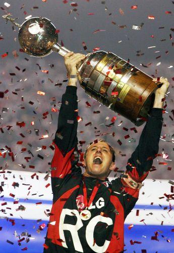 E celebrou a conquista da América em 14 de julho de 2005 com a goleada sobre o Atlético-PR