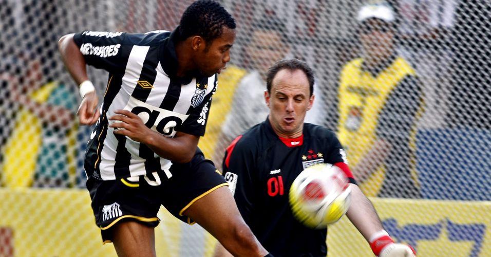 Reestreia de Robinho pelo Santos. O atacante faz um bonito gol de letra em Rogério ceni na vitória do Santos por 2 a 1, pelo Campeonato Paulista de 2010, na Arena Barueri, em Barueri