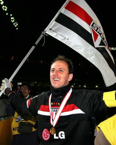 Goleiro tricolor fechou o gol na final do Mundial de 2005, fazendo grande defesa em cobrança de falta do meio-campista do Liverpool. São Paulo venceu por 1 a 0.