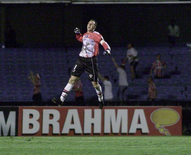 Rogério celebra gol diante da Portuguesa, na vitória do São Paulo por 2 a 0