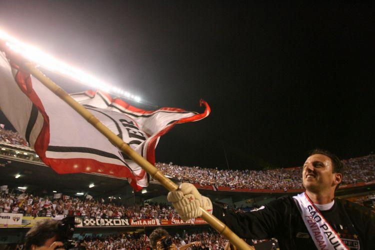 Rogério Ceni comemora o pentacampeonato nacional sobre o América de Natal, no Morumbi, em 2007