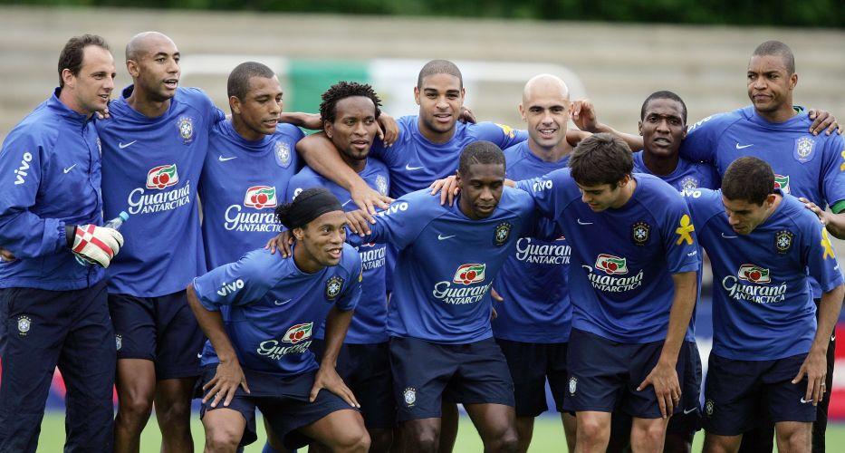 Rogério se diverte com o time que venceu no treino da seleção brasileira, em plena Copa do Mundo de 2006