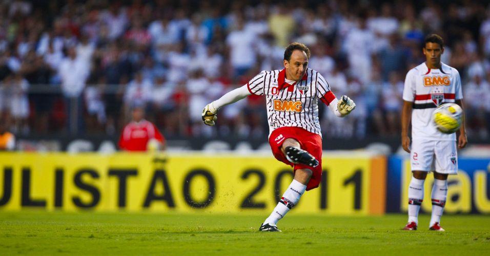 Rogério Ceni, que já marcou 98 gols na carreira, desperdiçou um pênalti no primeiro tempo da partida entre São Paulo e Bragantino
