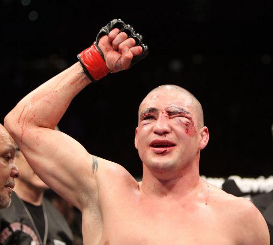 Em luta sanguinolenta, Diego Sanchez venceu Martin Kampmann por pontos, em decisão unânime dos juízes, na luta principal do UFC Live 3