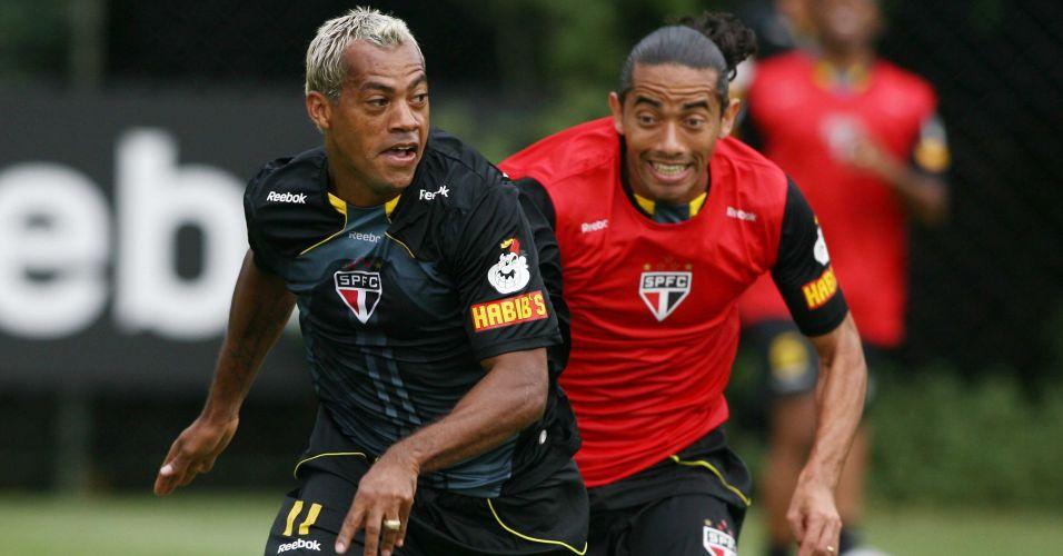 Representantes da Paraíba, Marcelinho e Carlinhos treinam em época que jogavam juntos pelo São Paulo. O atacante gosta de clarear os cabelos. O meia prefere deixar crescer as madeixas. Os dois se destacam e estão na lista de cabelos mais bizarros