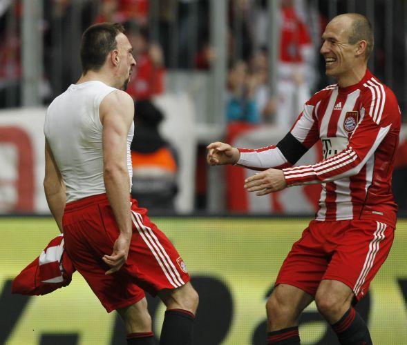 Ribéry (e) também teve atuação de destaque na goleada do Bayern por 6 a 0; Robben (d) marcou os três primeiros gols do jogo