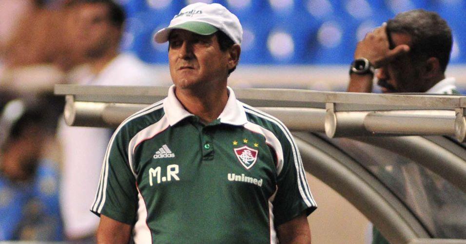 Muricy Ramalho observa o clássico diante do Flamengo no Engenhão