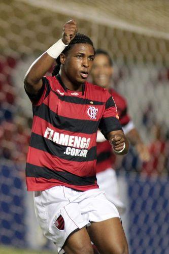 Diego Maurício marca o terceiro gol do Flamengo na vitória sobre o Fortaleza por 3 a 0, no Castelão; time rubro-negro garante classificação para as oitavas de final sem precisar disputar o jogo de volta