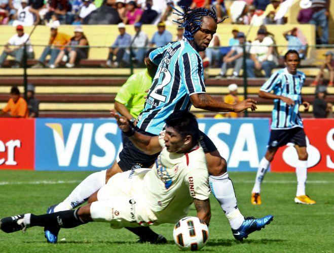 Carlos Alberto foi o autor do gol de empate do Grêmio contra o León, fora de casa; equipes ficaram em 1 a 1 e os brasileiros tiveram a classificação adiada
