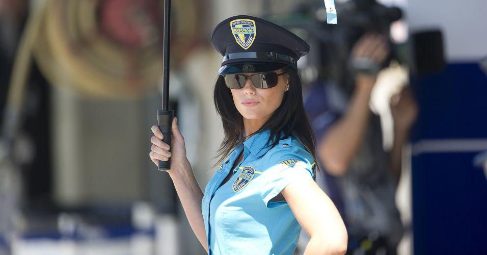 Grid girl da Rizla Suzuki usa roupa temática em Laguna Seca
