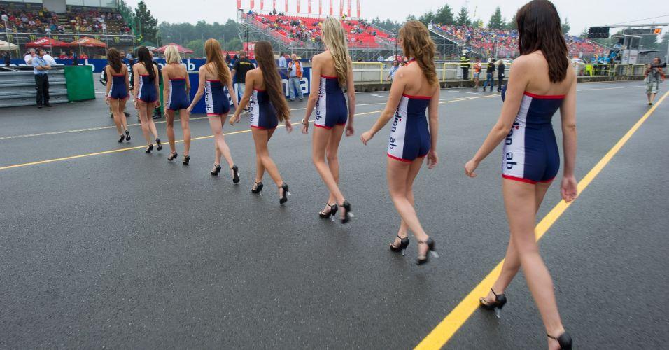 Assim foi a chegada das grid girls na pista do GP da República Tcheca