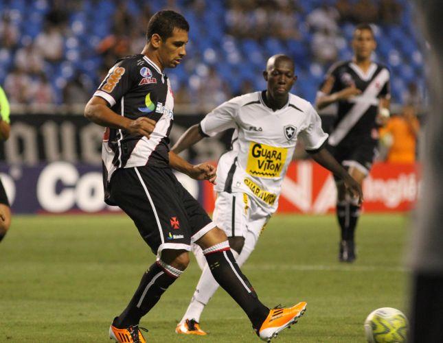 Diego Souza estreou com gol pelo Vasco e ajudou a equipe a encerrar longo jejum de vitórias em clássicos com a vitória por 2 a 0 sobre o Botafogo