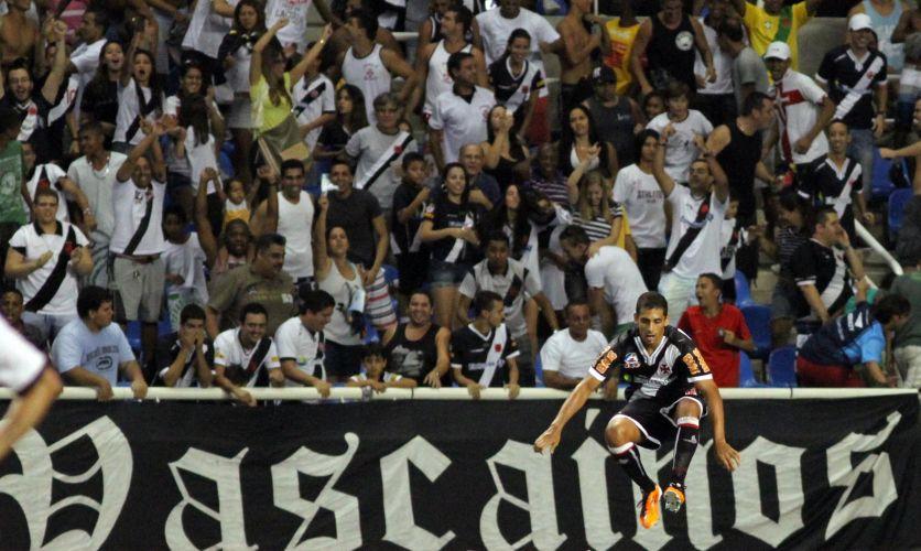 Diego Souza comemora seu primeiro gol pelo Vasco já em sua estreia pela equipe, na vitória por 2 a 0 sobre o Botafogo, no Engenhão