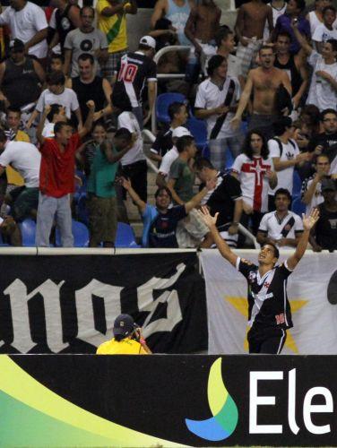 Diego Souza mostrou ter estrela na estreia: abriu o placar para o Vasco e viu sua nova equipe vencer o Botafogo por 2 a 0 no Engenhão