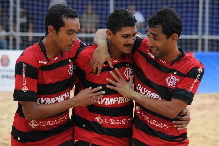 Com cinco gols de André (centro), o Flamengo não teve dificuldades para vencer o Boca Juniors por 6 a 2 e se recuperar no Mundialito. O resultado eliminou os argentinos e manteve o time carioca na briga pela classificação