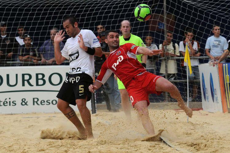 Em partida mais equilibrada da rodada, Corinthians empata com o Lokomotiv Moscou por 6 a 6, mas acaba batido na decisão por pênaltis por 2 a 1; Clube paulista avança como segundo colocado do grupo